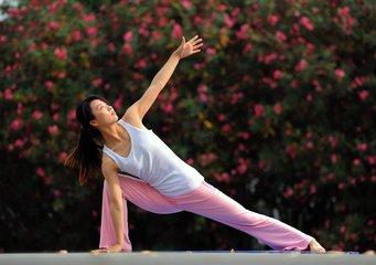 瑜伽的好处 帮助你更美更健康